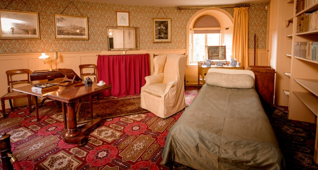 Colour photograph of Wellington's bedroom, restored to the colour scheme in his day.